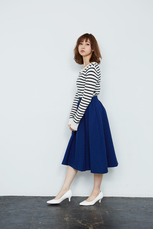 きれい色ブルーのAラインスカートが大人可愛い 出典:airCloset