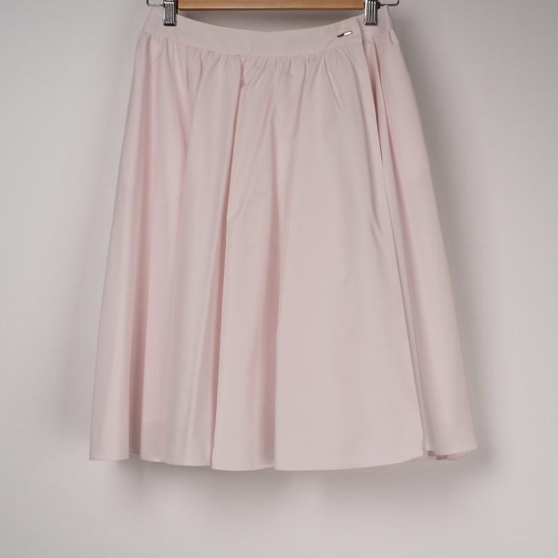 かわいいピンクのフレアスカート 出典:airCloset