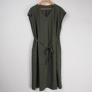 色っぽドレスもアースカラーを選べはヘルシー 出典:airCloset