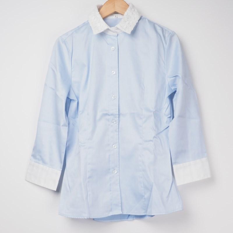 サックスブルーシャツは濃い色ボトムと合わせる! 出典:airCloset