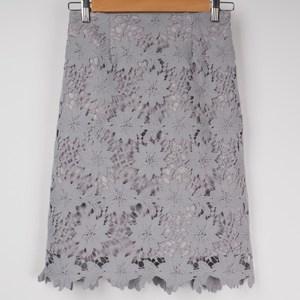 レーススカートでフェミニンに♡ 出典:airCloset