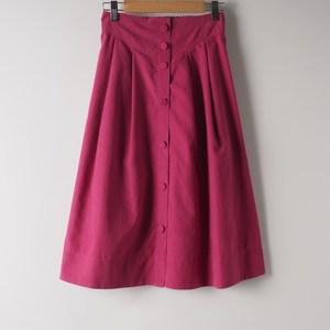 きれい色スカートをスタイリッシュに 出典:airCloset