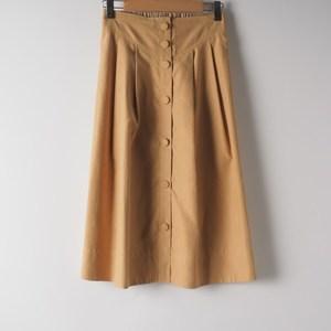 トレンドのトレンチスカートできちんと感をプラス 出典:airCloset