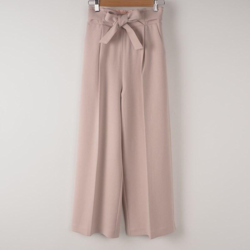 淡いピンクのワイドパンツが可愛い♡ 出典:airCloset