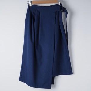 ラップスカートできれいめコーデ 出典:airCloset