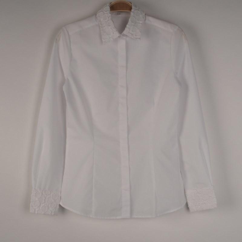 白シャツををリンクさせてきちんと感を演出♪ 出典:airCloset