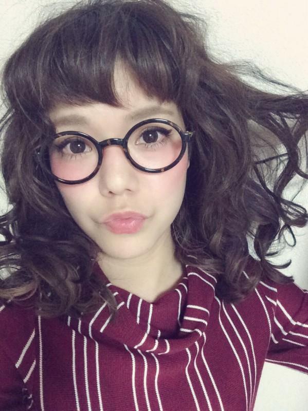 眉上前髪の人気が止まらな〜い!冬も人気な「ショートバングヘア」の魅力に迫ります! 長澤メイ
