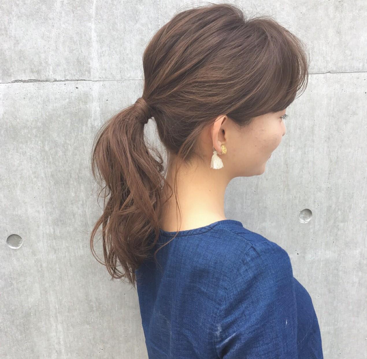 オフィスでも大活躍のヘアアレンジ!ミディアムヘアの簡単まとめ髪集!