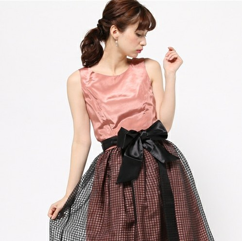 気になる体型もカバーして綺麗に魅せる。二次会・お呼ばれに着たいドレス特集