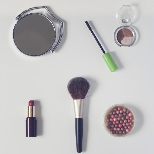 cosmetics-1543286_1280