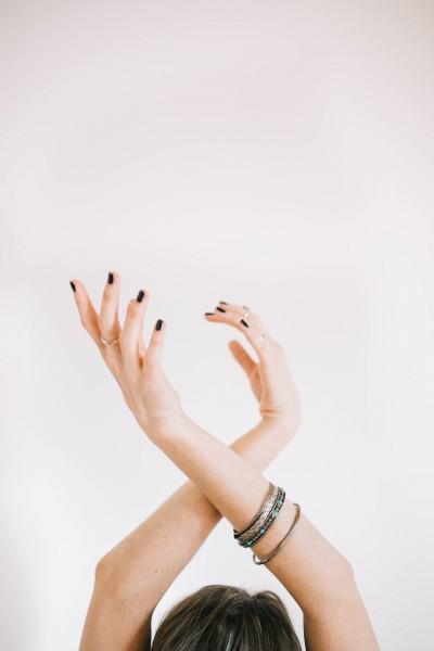 hands-1245860_1920