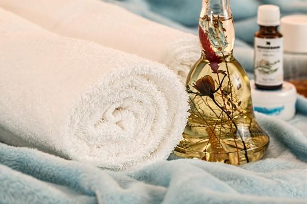 massage-therapy-1612308_1920