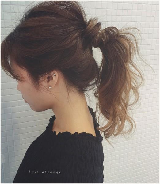 可愛さあふれる後姿はポニーテール×巻き髪で作れる takashi cawamura
