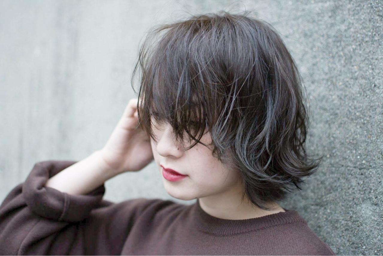 冬のくすみ感はカーキグレージュで手に入る。おすすめくすみカラーヘアスタイルまとめ  桝田 由佳