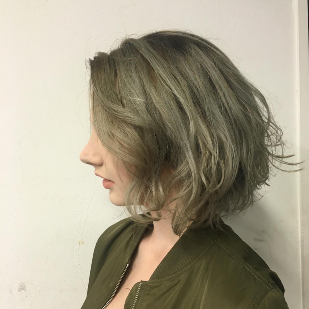 冬のくすみ感はカーキグレージュで手に入る。おすすめくすみカラーヘアスタイルまとめ  Sachiko Handa