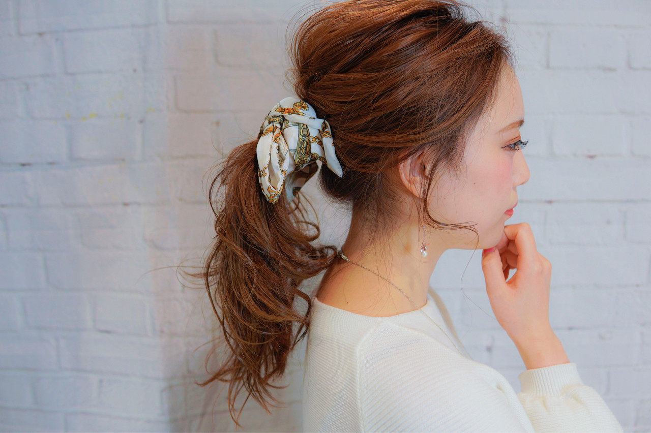 ヘアアクセ 大人女子 セミロング 簡単ヘアアレンジ ヘアスタイルや髪型の写真・画像