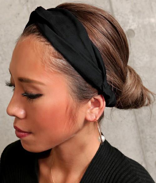 ヘアバンドを取り入れて、シーン選ばすグッとオシャレな髪型に♡ 出展:LATINA