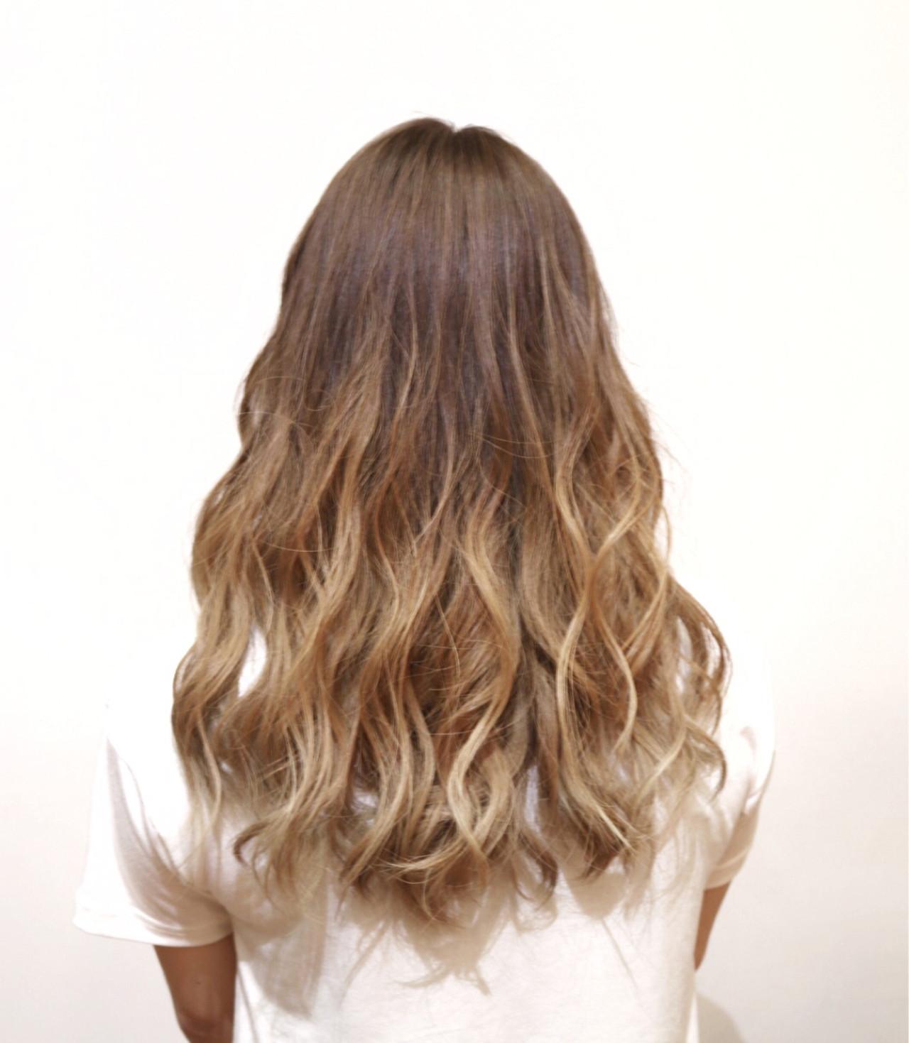 フェミニン ブリーチ ロング ミルクティーベージュ ヘアスタイルや髪型の写真・画像