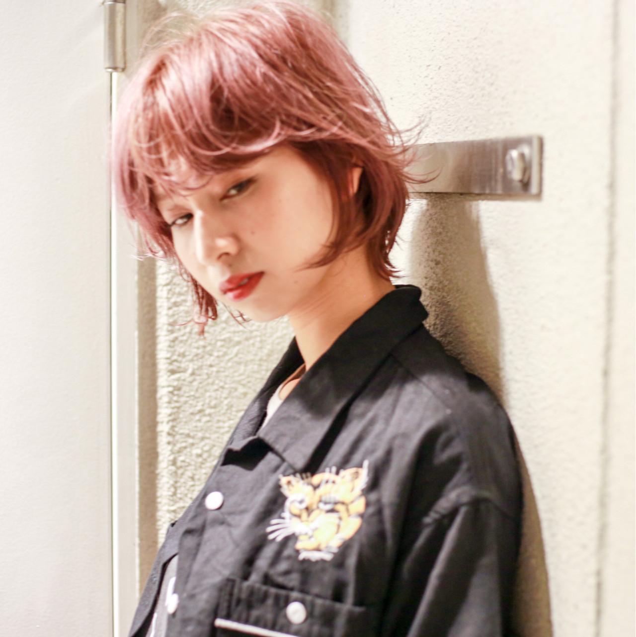 ミディアム ハイライト ウルフカット ウェットヘア ヘアスタイルや髪型の写真・画像