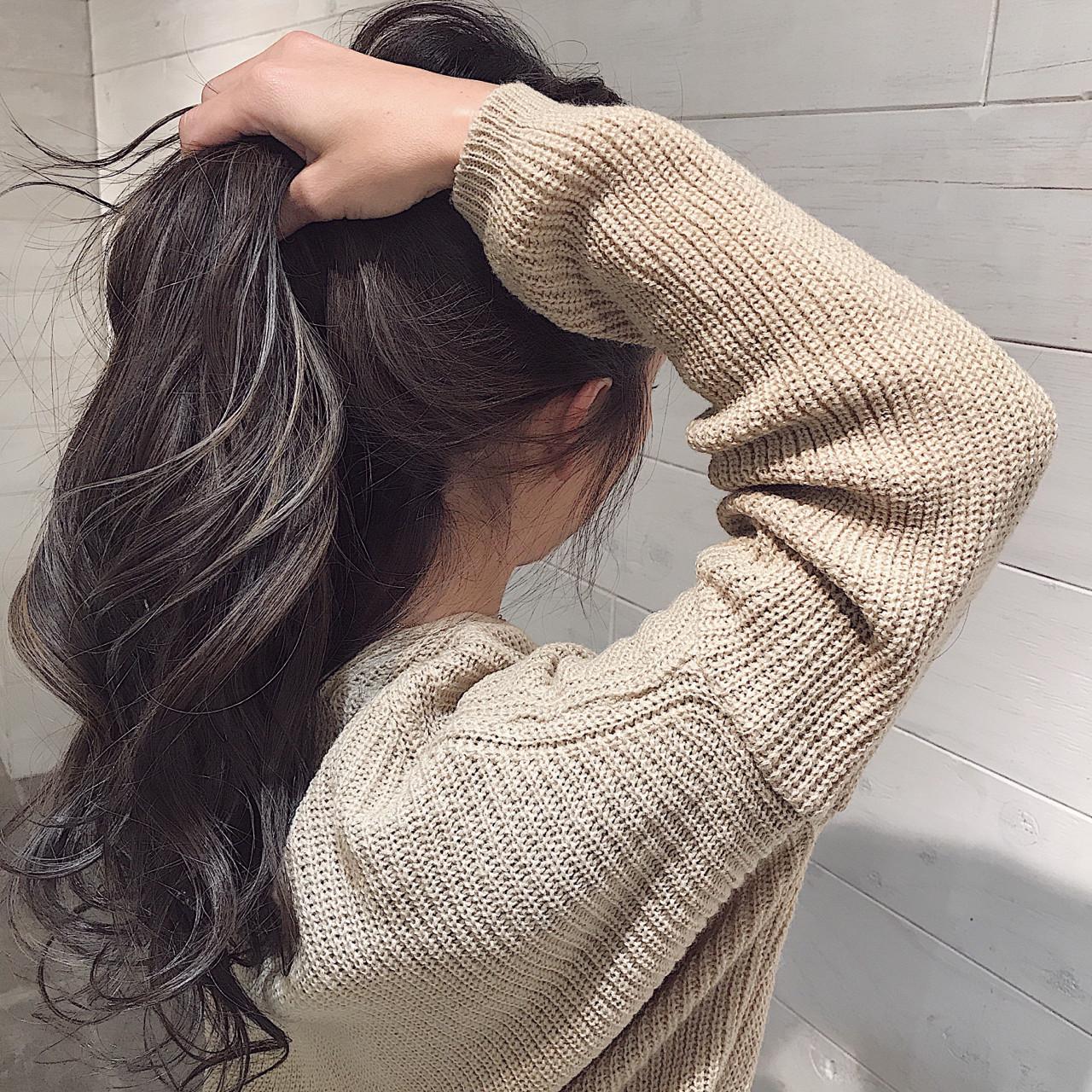 アッシュグレージュ 冬 エレガント ロング ヘアスタイルや髪型の写真・画像