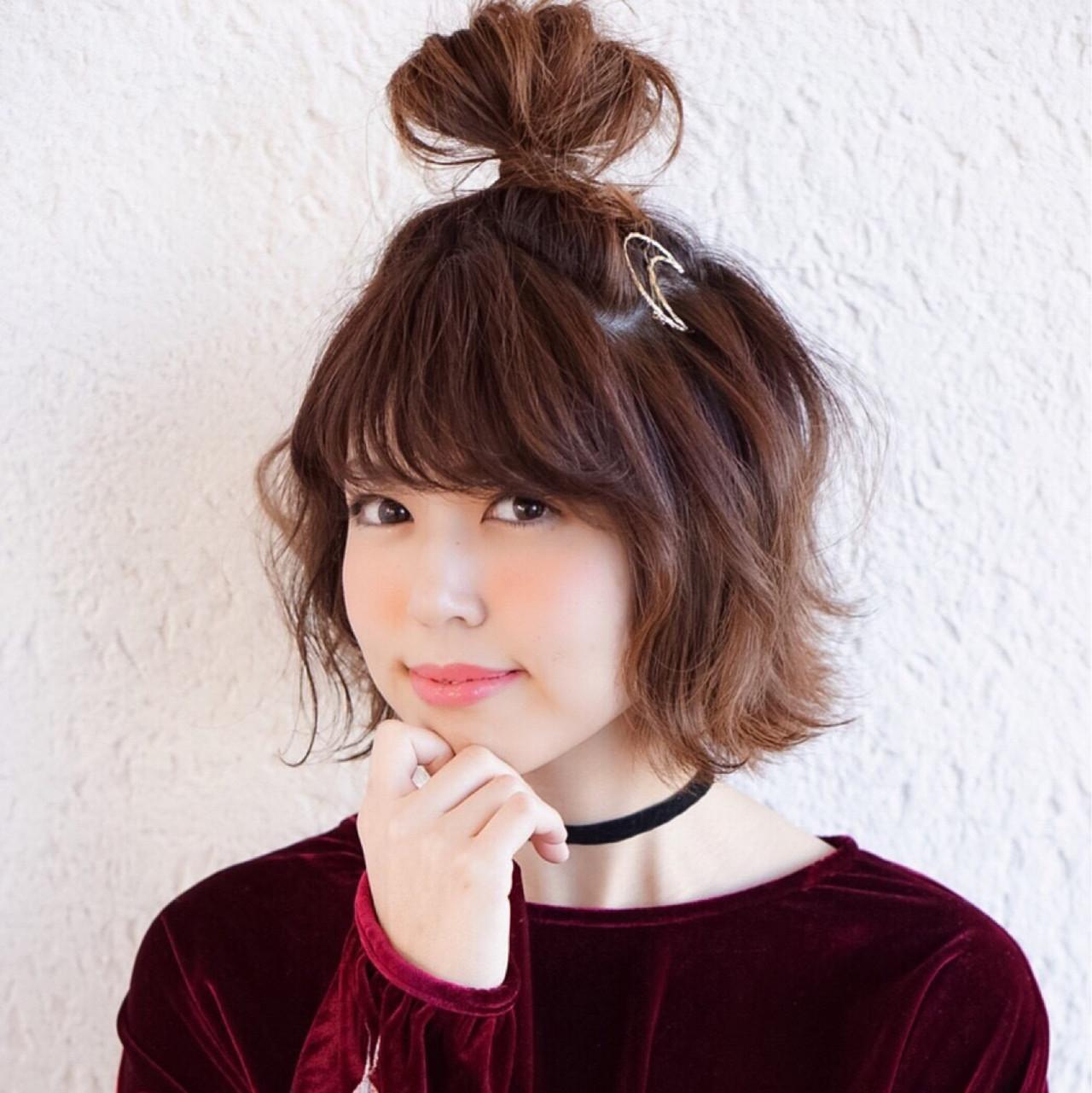 フェミニン 外ハネ ショート ヘアアレンジ ヘアスタイルや髪型の写真・画像