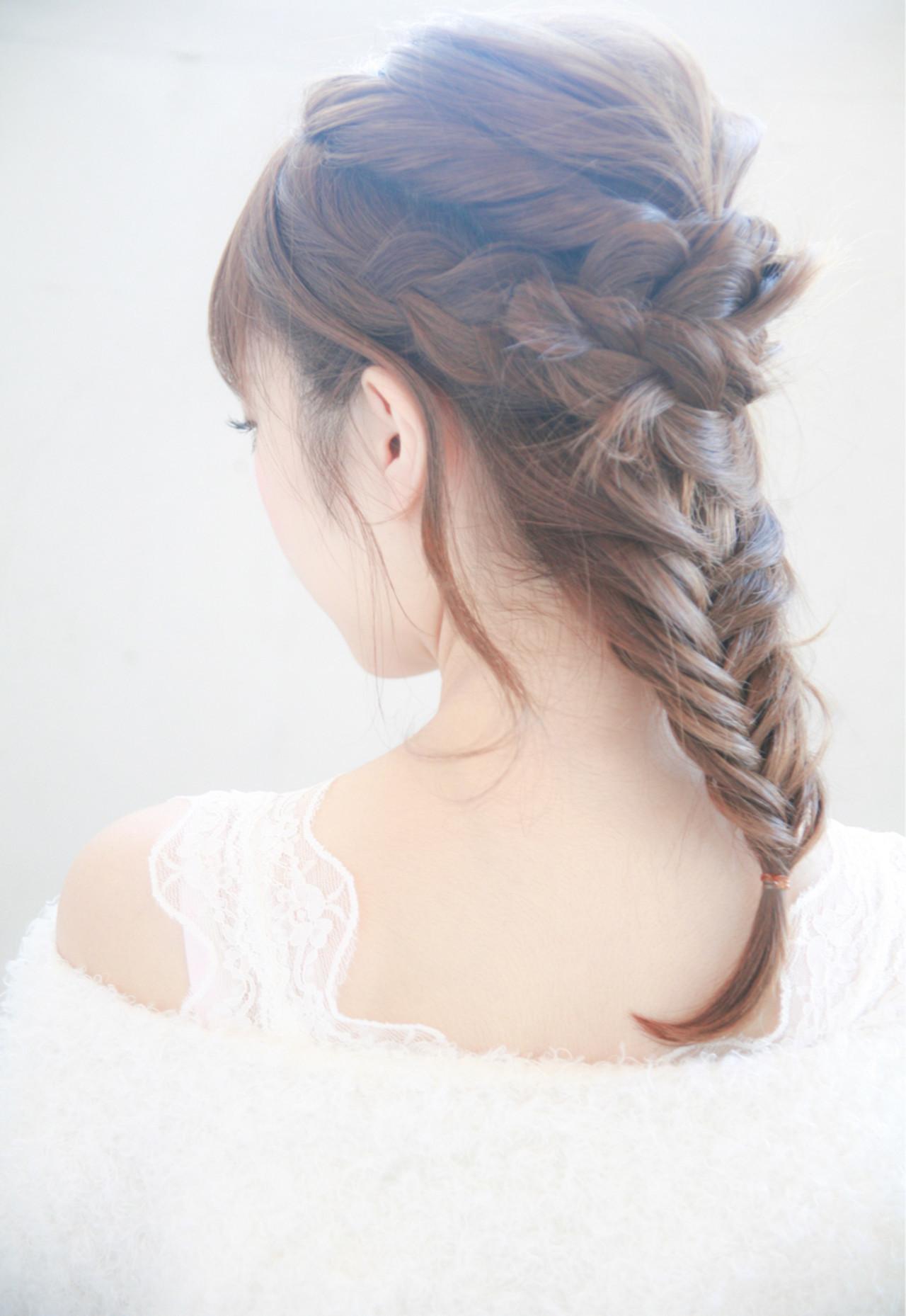ミディアム フェミニン ヘアアレンジ 編み込み ヘアスタイルや髪型の写真・画像