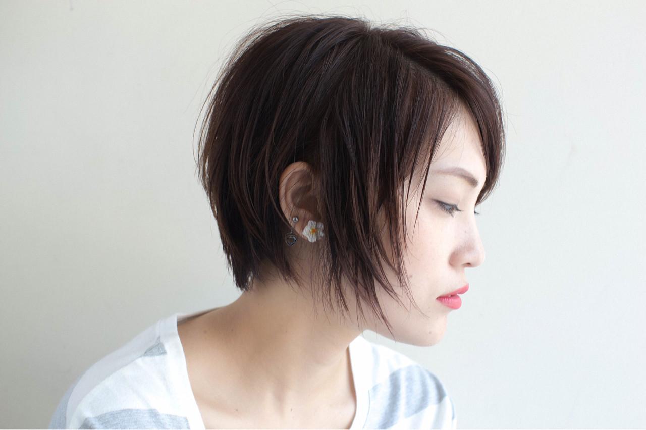 耳かけ 前髪あり センターパート 外国人風 ヘアスタイルや髪型の写真・画像