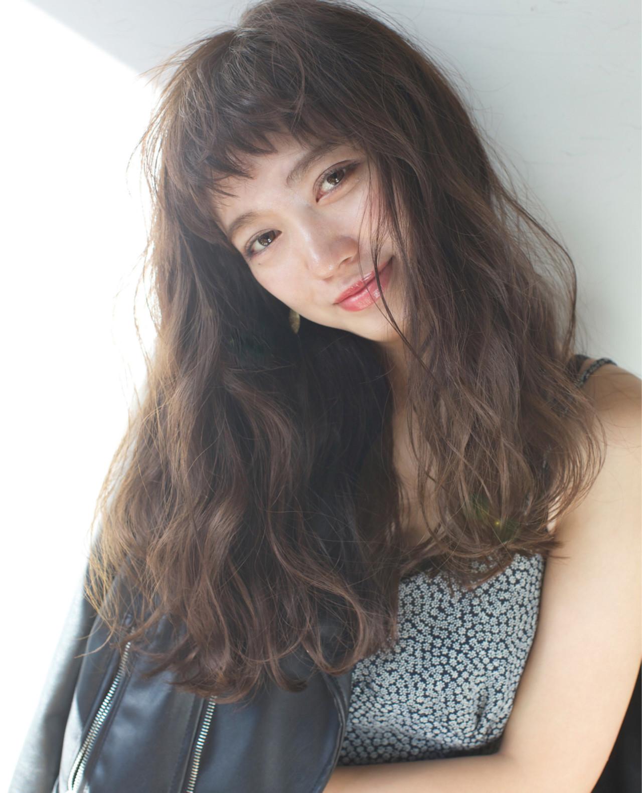 夏 オン眉 ロング パーマ ヘアスタイルや髪型の写真・画像