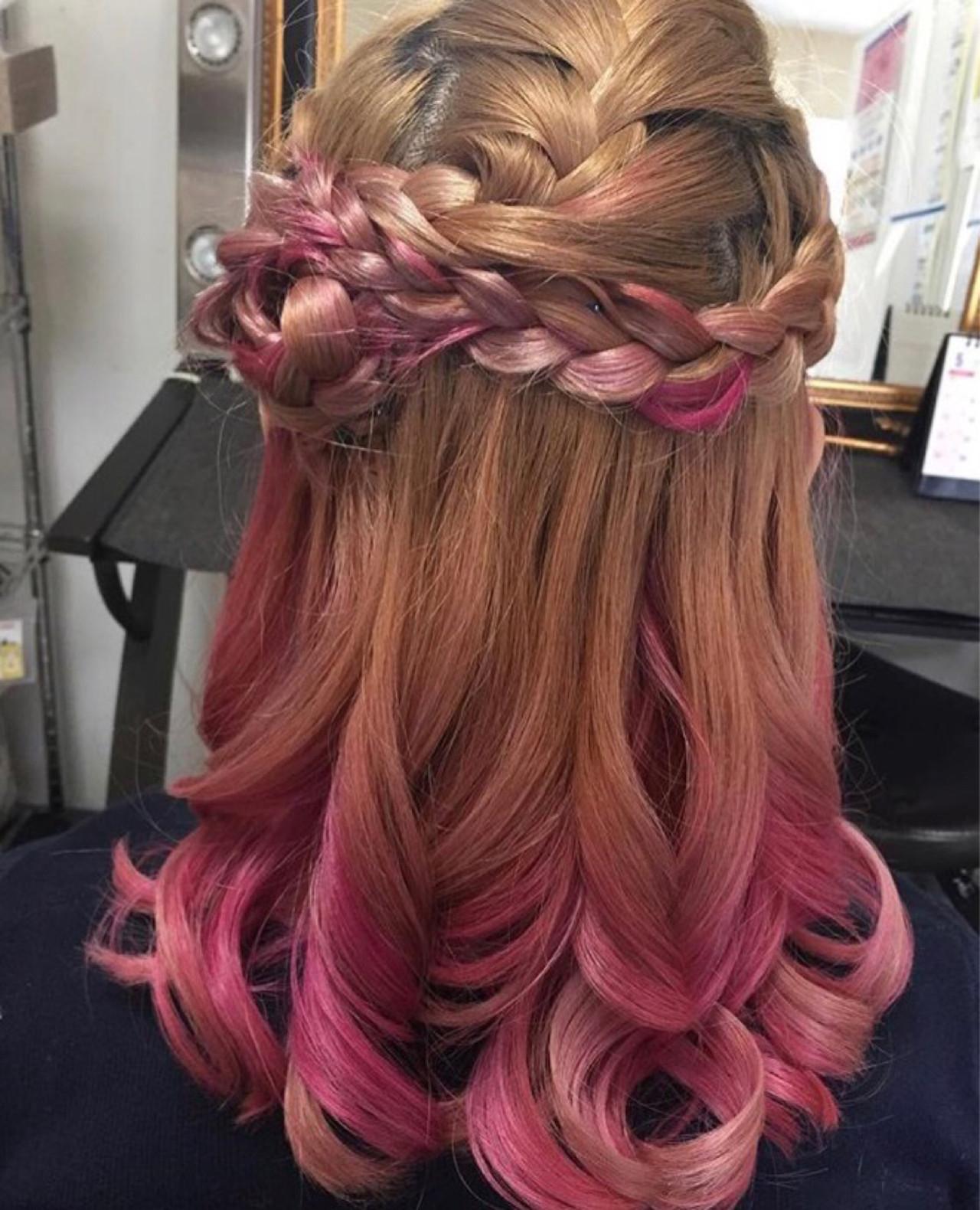 ピンク ヘアアレンジ セミロング フェミニン ヘアスタイルや髪型の写真・画像