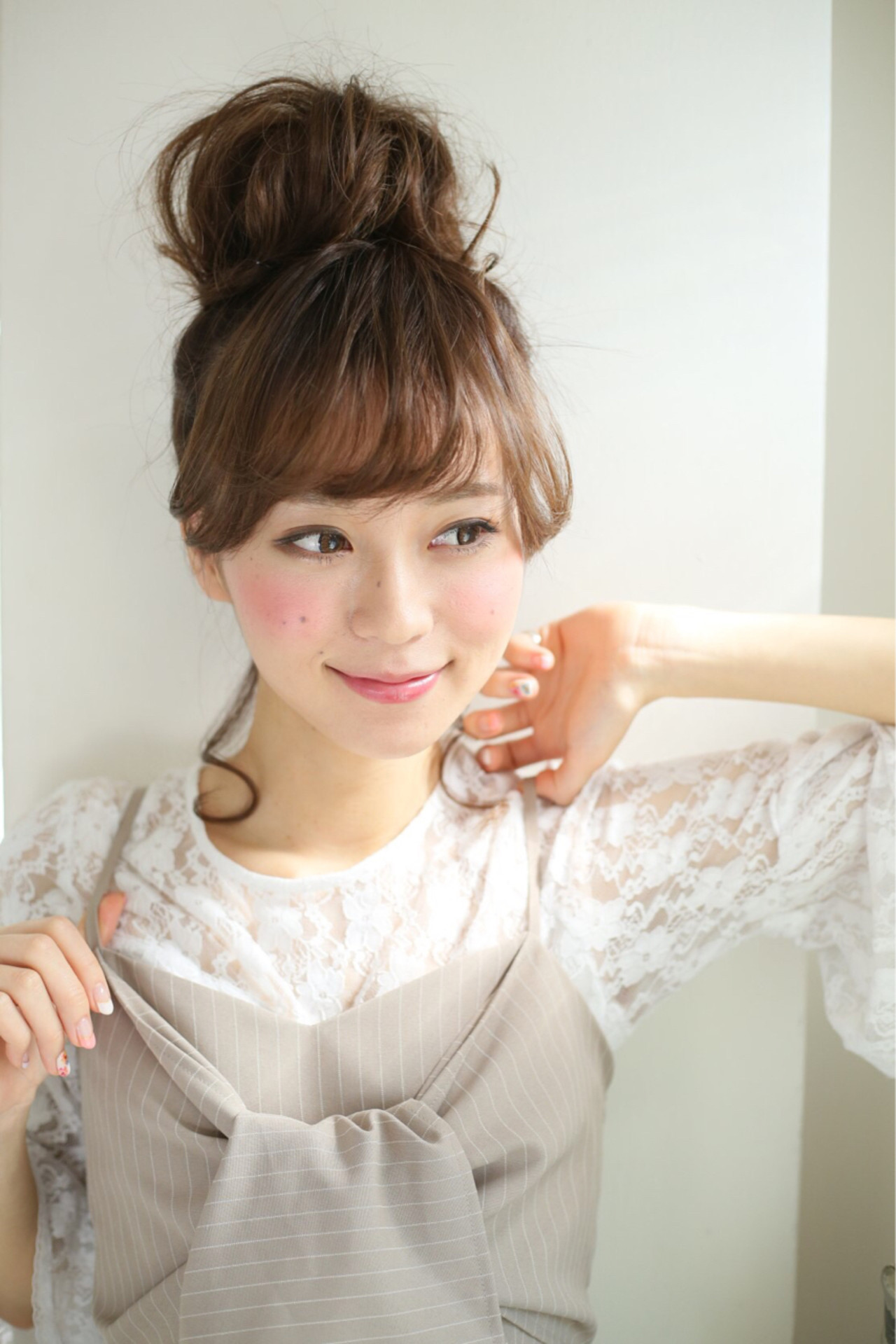 フェミニン ヘアアレンジ ミディアム お団子 ヘアスタイルや髪型の写真・画像