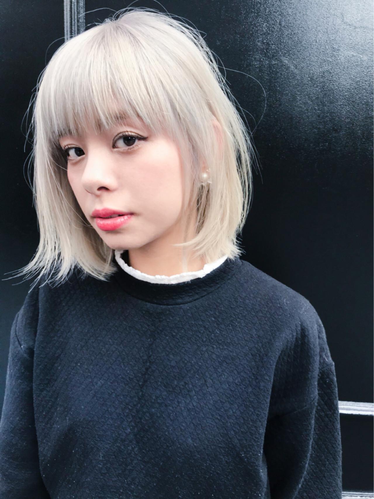 ハイトーン モード ミディアム イルミナカラー ヘアスタイルや髪型の写真・画像