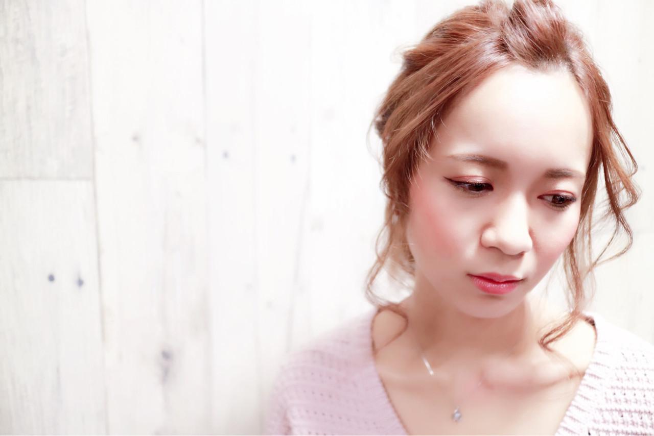 セミロング ヘアアレンジ 前髪あり フェミニン ヘアスタイルや髪型の写真・画像