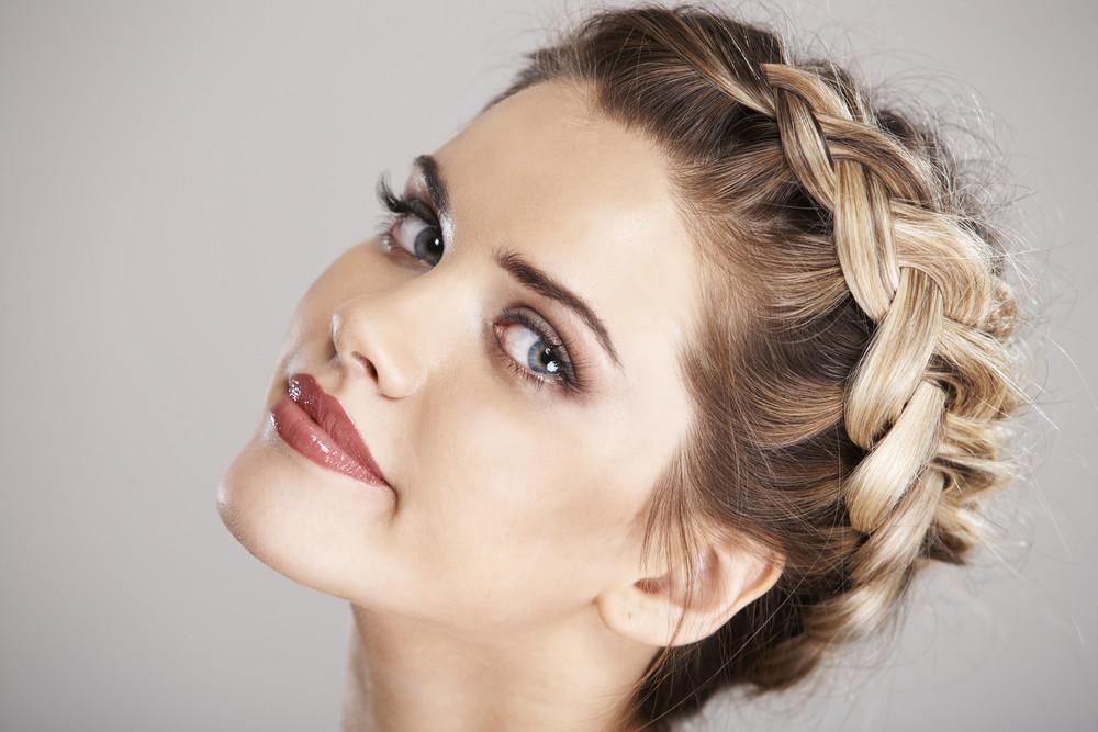 前髪で周りと差がつく!前髪の簡単ヘアアレンジ8選