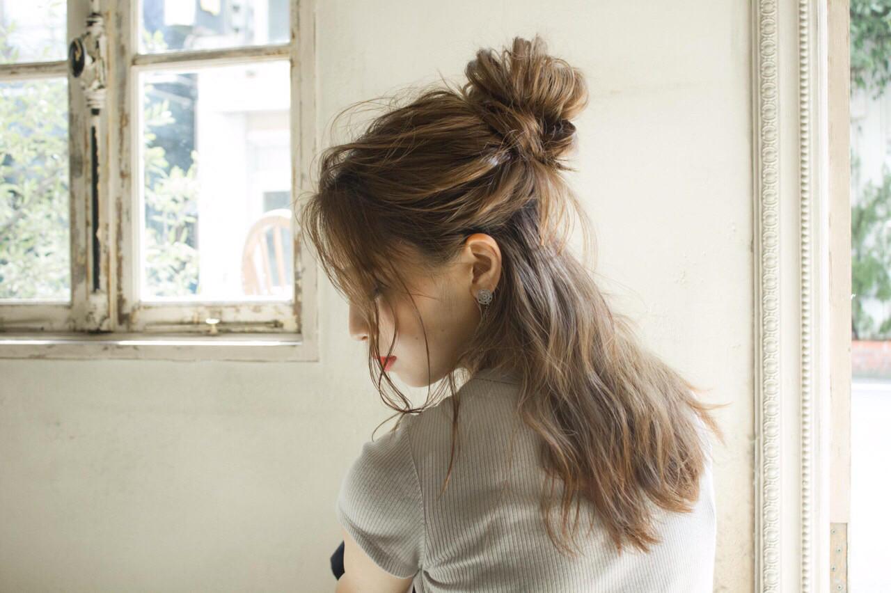 ハーフアップ ナチュラル お団子 ヘアアレンジ ヘアスタイルや髪型の写真・画像