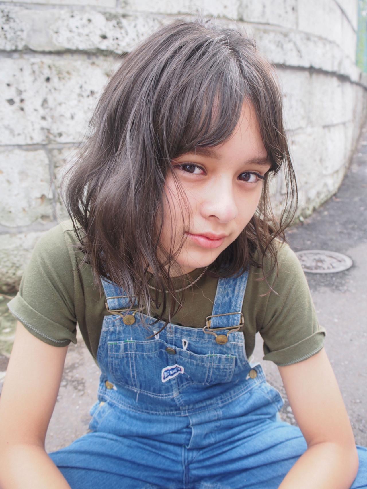 外国人風 ウェットヘア ミディアム スモーキーカラー ヘアスタイルや髪型の写真・画像