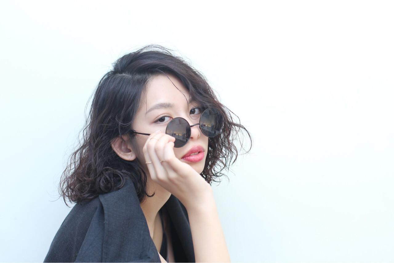 黒髪 暗髪 ストリート ウェーブ ヘアスタイルや髪型の写真・画像