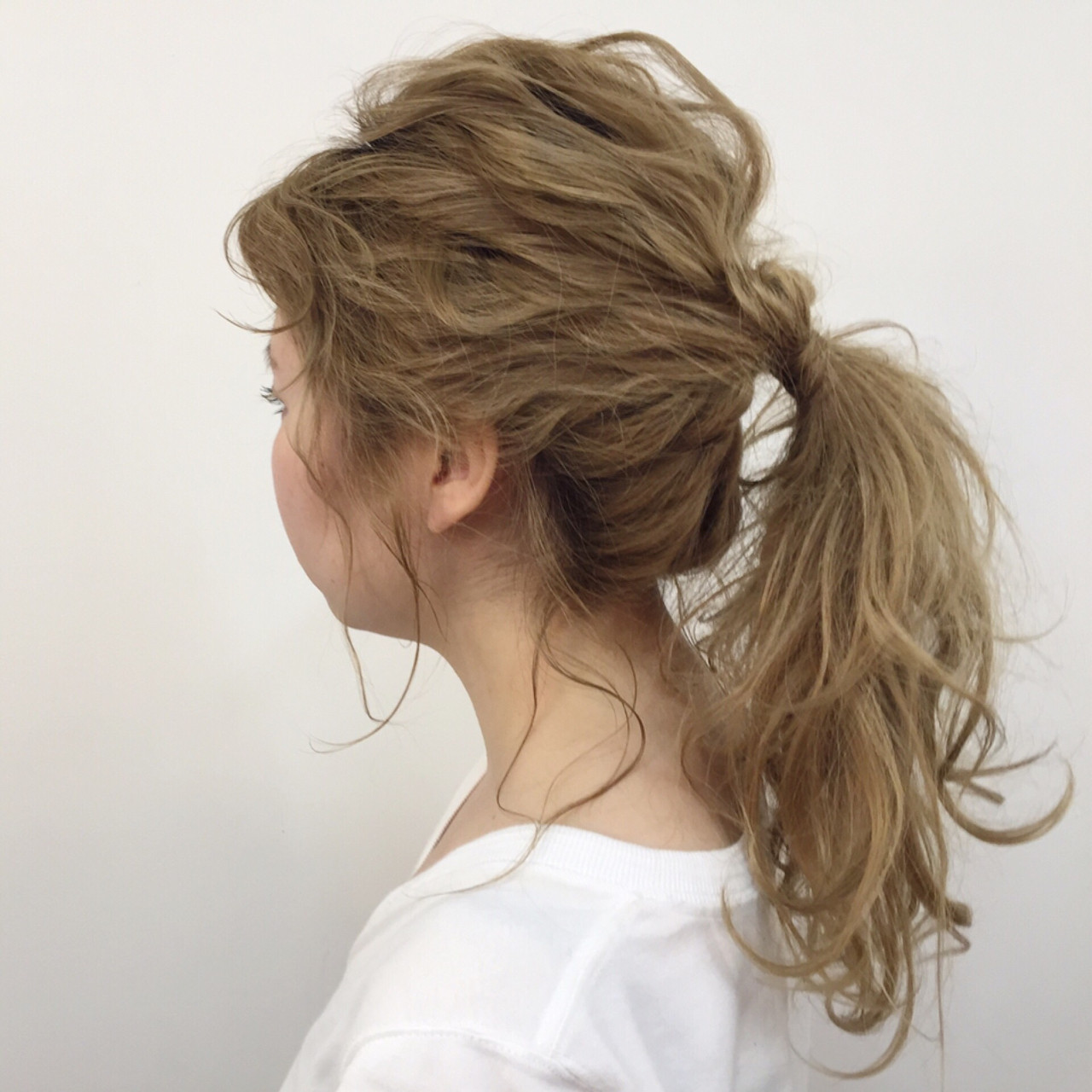ルーズ ブリーチ セミロング ポニーテール ヘアスタイルや髪型の写真・画像
