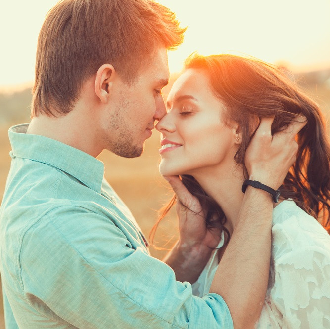 それは反則だよ!男性が思わずキスしたくなる女性の仕草10選