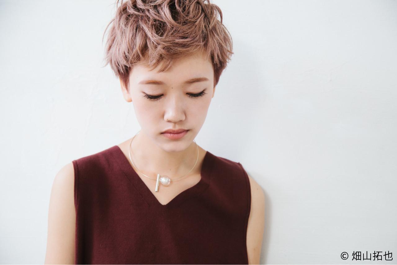 ベージュ ピンクアッシュ ショート モード ヘアスタイルや髪型の写真・画像