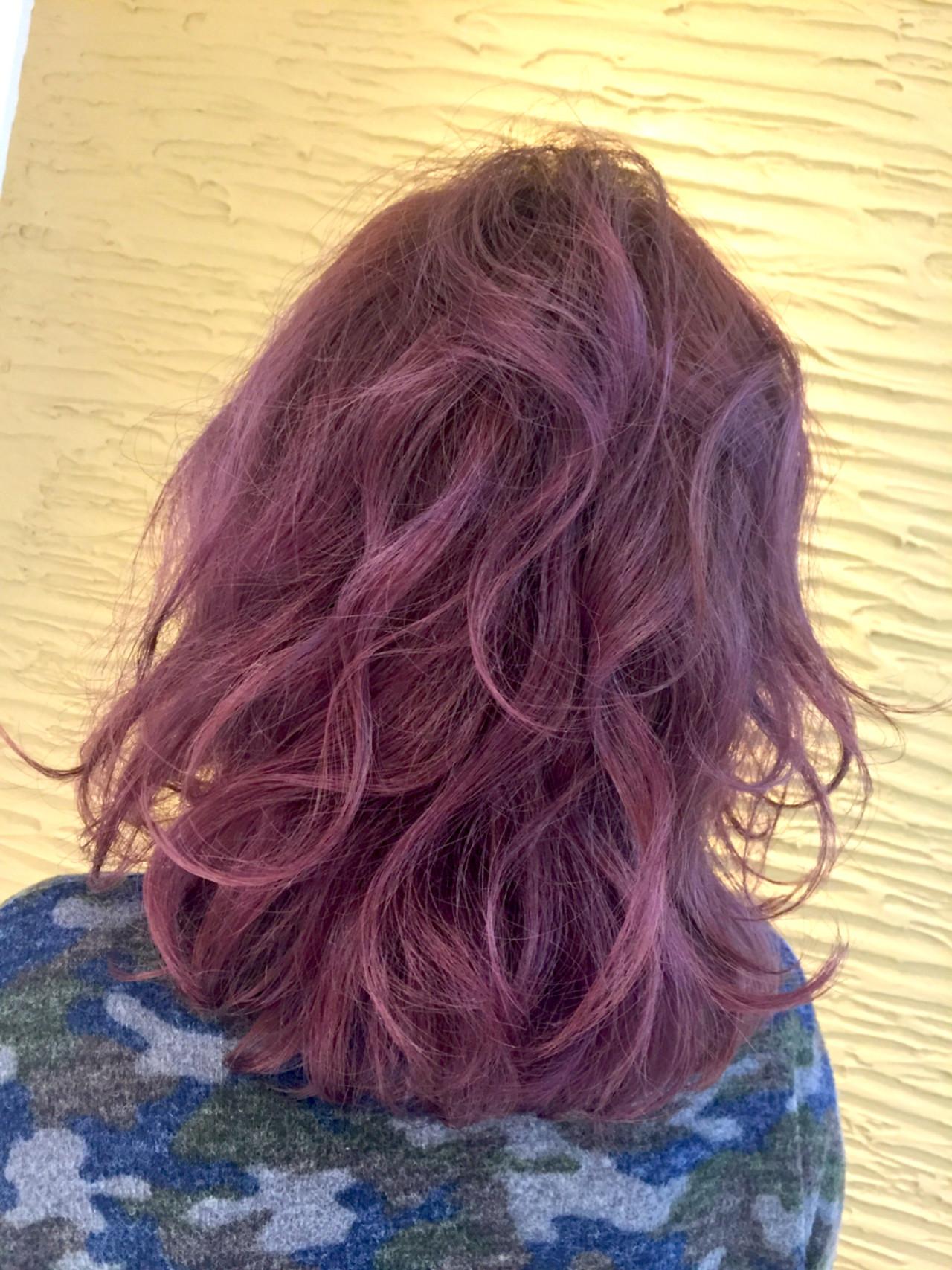 ミディアム ストリート 外国人風 ピンク ヘアスタイルや髪型の写真・画像