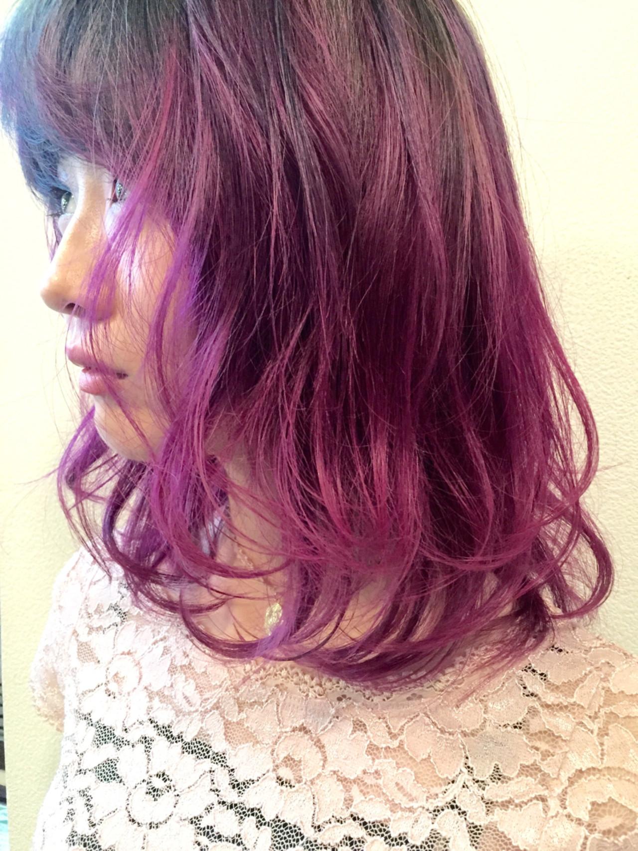 レッド グラデーションカラー ピンク ガーリー ヘアスタイルや髪型の写真・画像