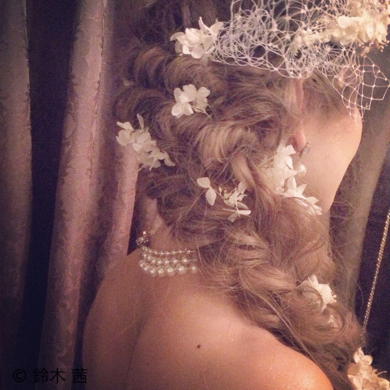 お花がたくさん♡結婚式にピッタリな華やかなヘアアレンジ特集 鈴木 茜