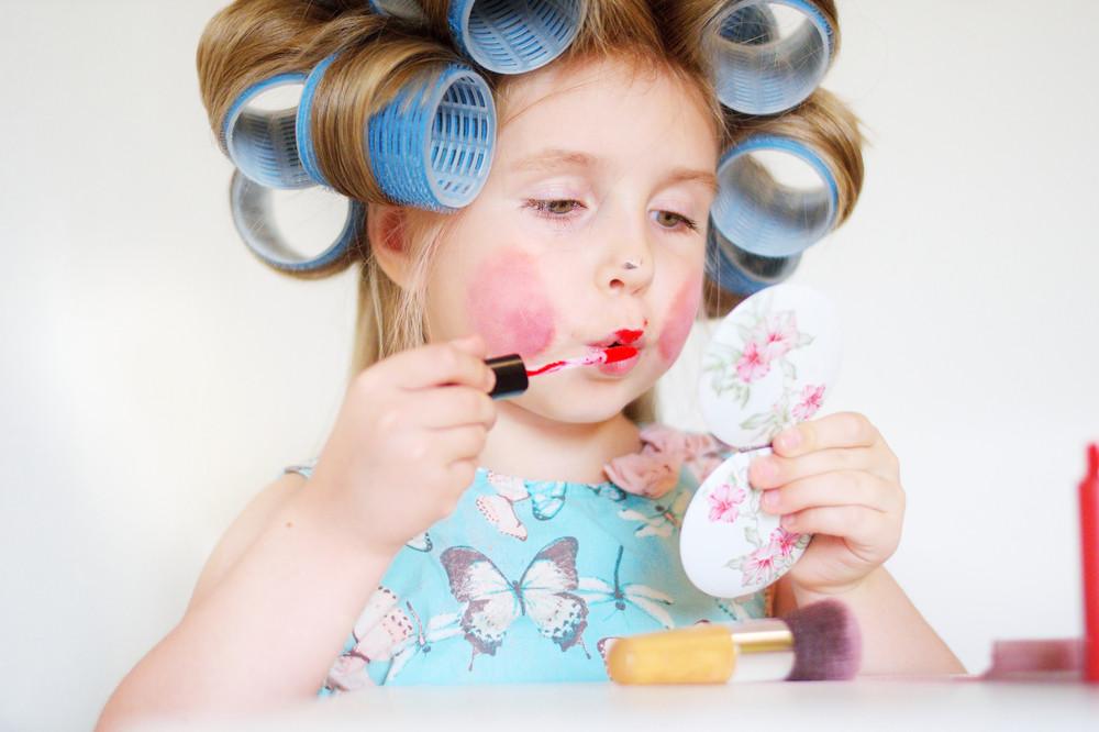 小顔効果が期待できる「ふんわりとした前髪」をつくるコツとは!