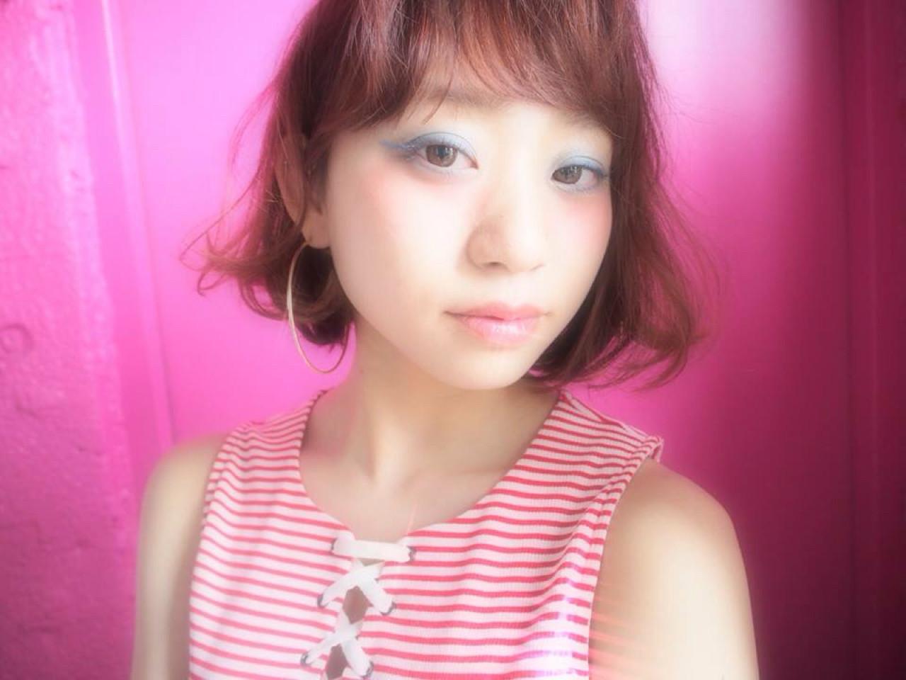 ピンク ナチュラル 外ハネ ストリート ヘアスタイルや髪型の写真・画像