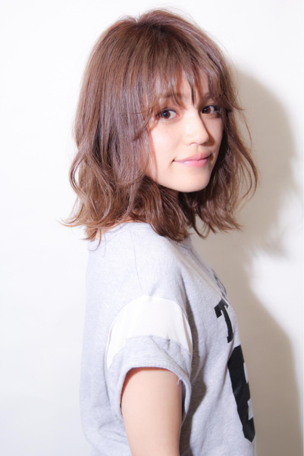 ウェーブ ミディアム ストリート ウェットヘア ヘアスタイルや髪型の写真・画像