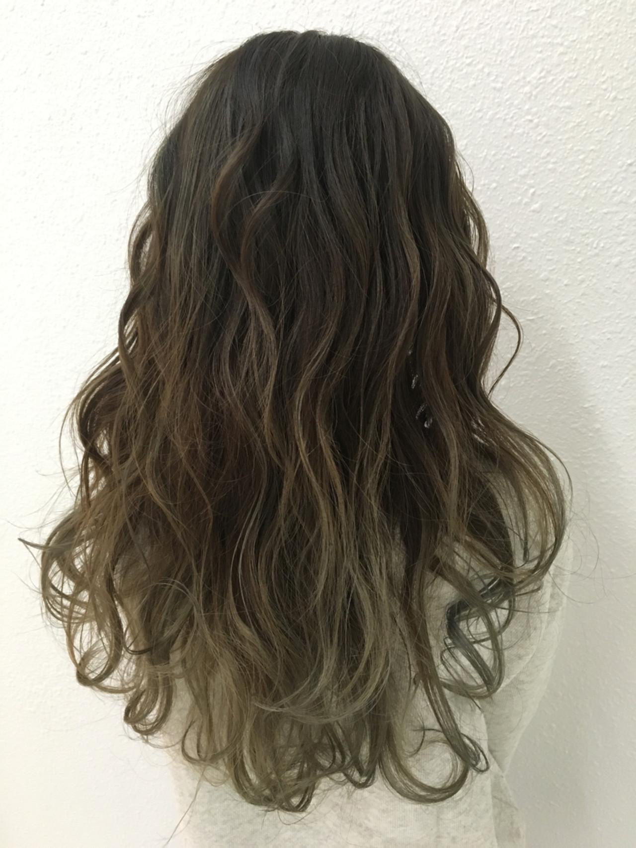 エレガント グラデーションカラー ロング 上品 ヘアスタイルや髪型の写真・画像