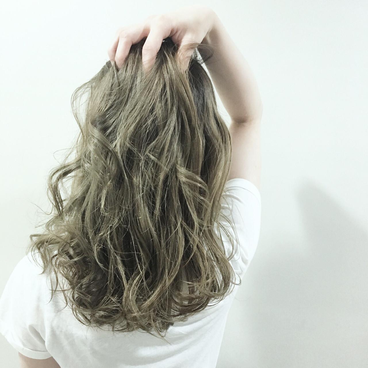ナチュラル グラデーションカラー セミロング ウェットヘア ヘアスタイルや髪型の写真・画像