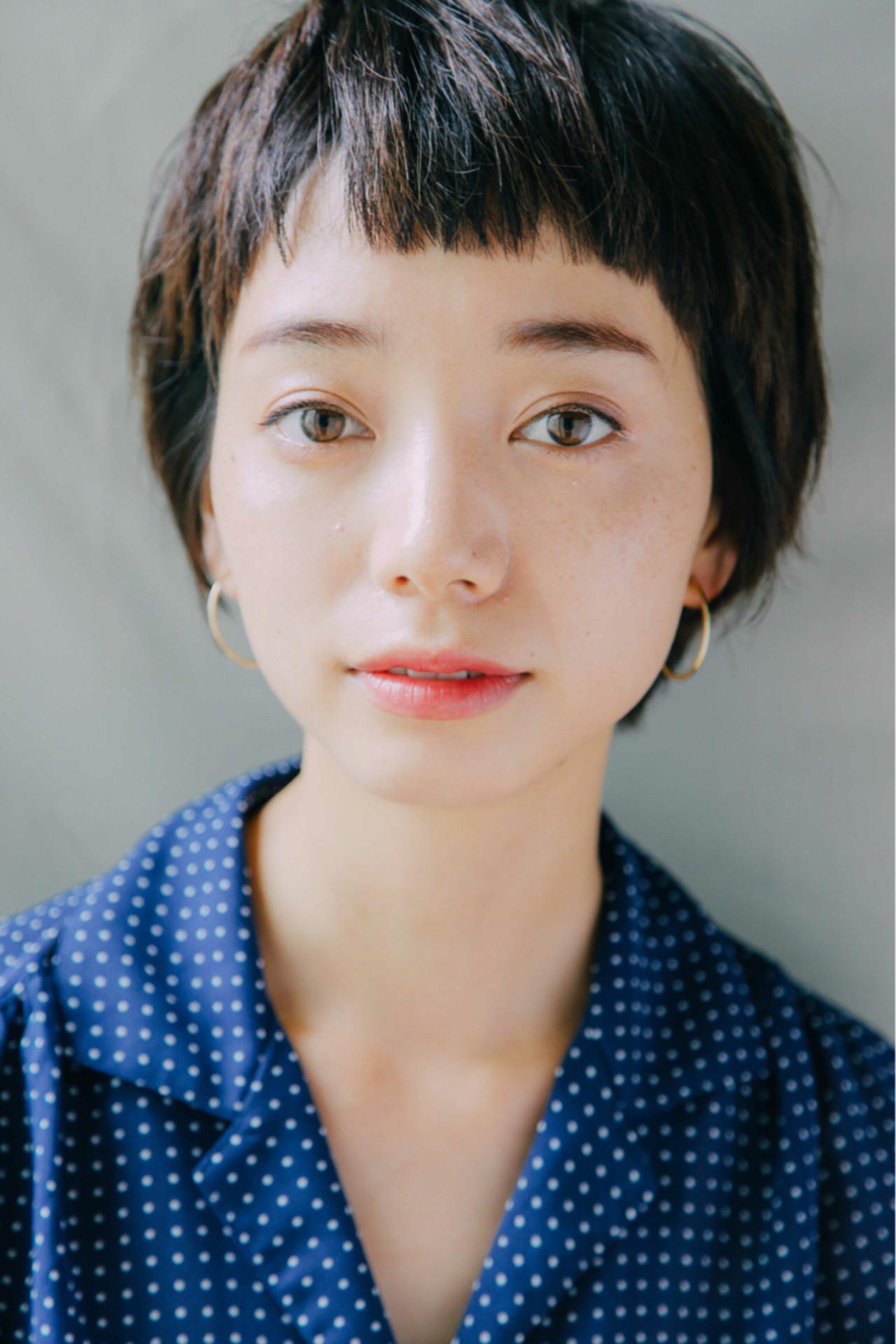 小顔 暗髪 似合わせ ナチュラル ヘアスタイルや髪型の写真・画像