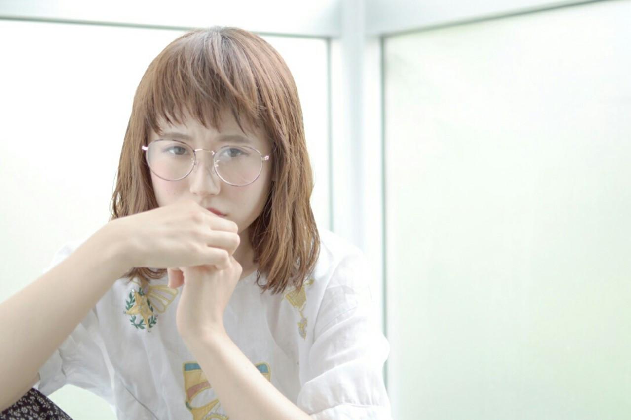 ミディアム フリンジバング ナチュラル 大人かわいい ヘアスタイルや髪型の写真・画像