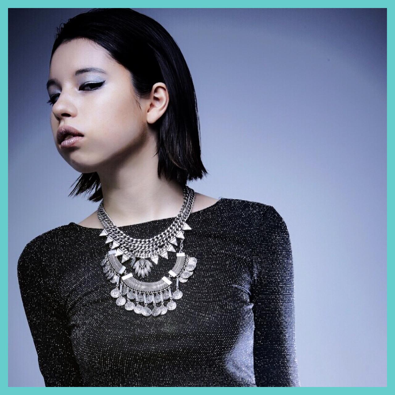 かっこいいけど色っぽい♡前髪なしの黒髪ミディアムヘアスタイル集 エイミ / AMY